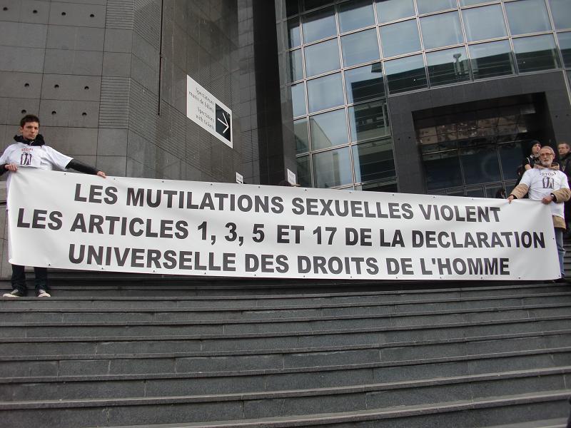 Banderole contre les mutilations sexuelles