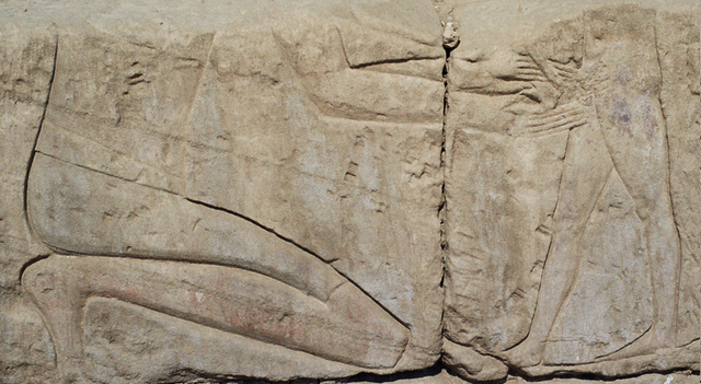 Gravure d'une circoncision dans un temple égyptien