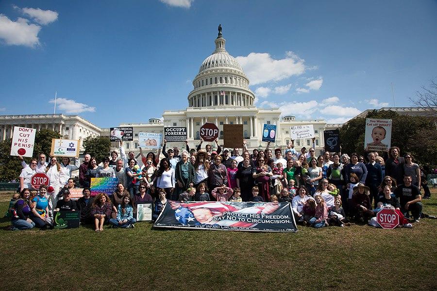 Intactivistes USA demonstrovat proti obřízky ve Washingtonu, DC