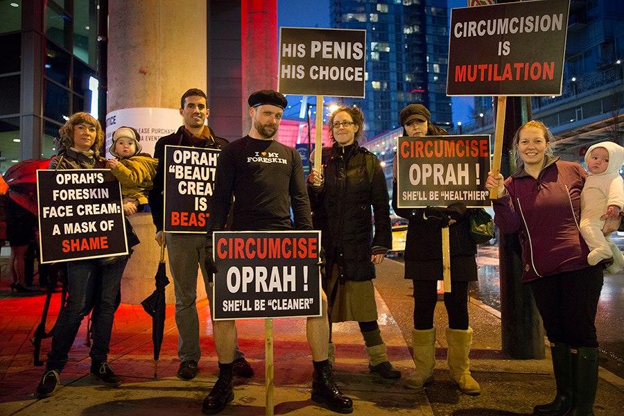 Manifestation intactiviste contre Oprah Winfrey