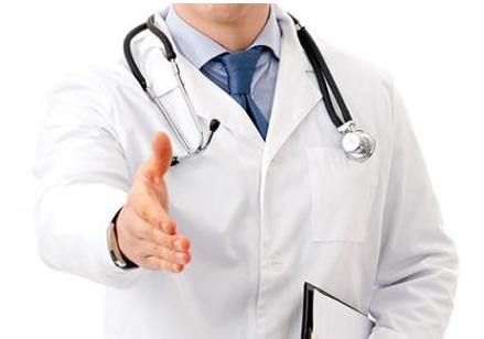 Lékař zastánce obřízky