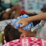 Douleur d'un jeune garçon circoncis aux Philippines
