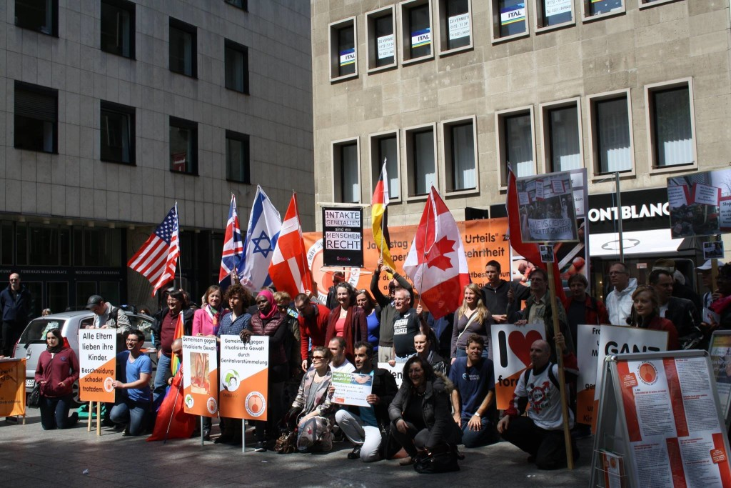Journée Mondiale Autonomie Génitale 2015 manifestation mutilations sexuelles